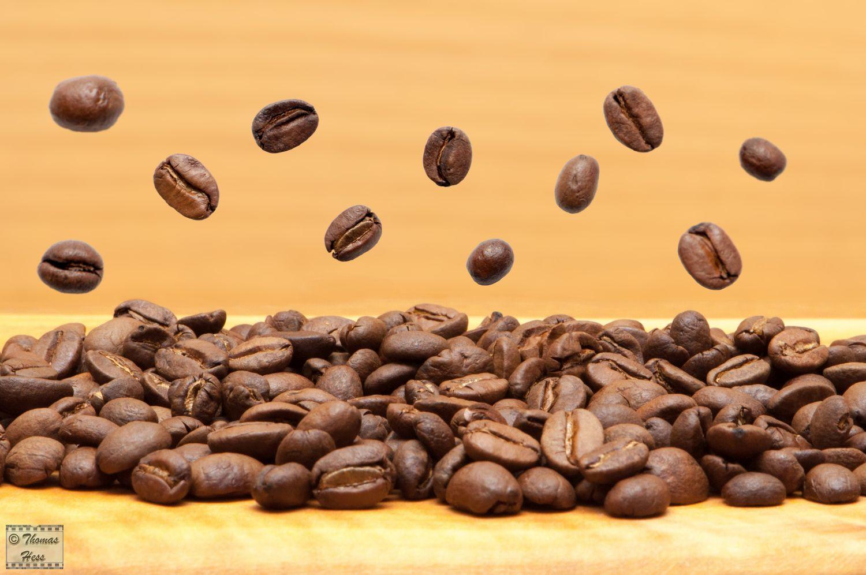 Fliegende Kaffeebohnen